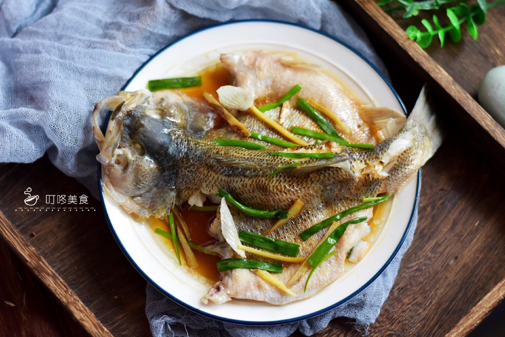 这才是清蒸鲈鱼最好吃的做法,记住这3步,蒸出来又鲜又嫩滑