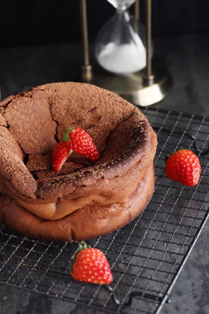 不用面粉也能做蛋糕?我一开始是不相信的!——无粉巧克力蛋糕