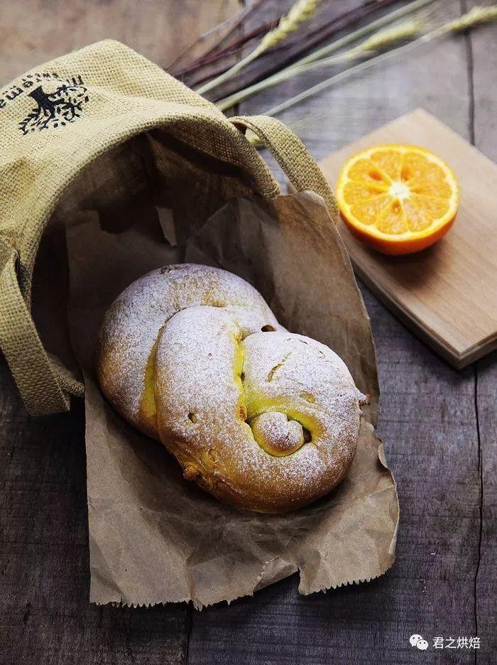 将整个橙子揉进面团里,这道软欧包味道太赞了 | 君焙厨师机食谱