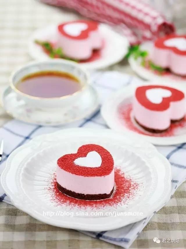 情人节的甜点准备什么好呢? | 心形草莓慕斯