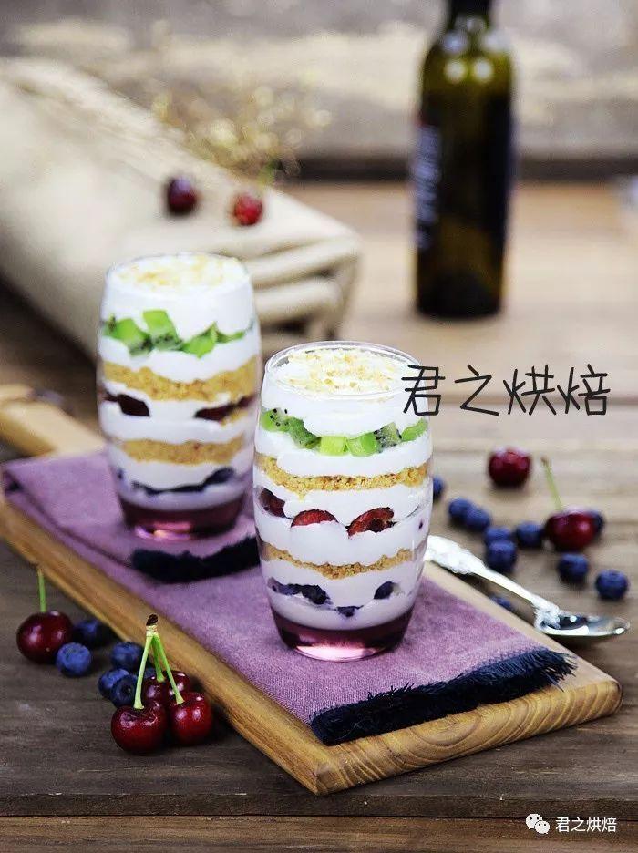 用最简单的方式,享受鲜奶油水果杯。