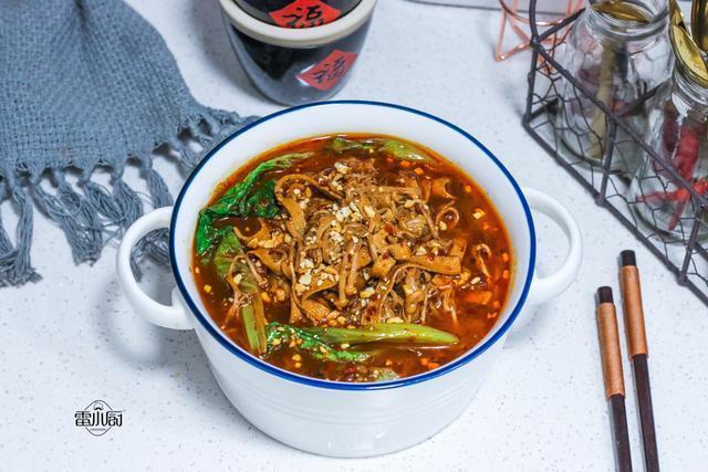 冬天最想吃的不是羊肉牛肉,而是这道菜,5块钱煮一锅,特舒服!