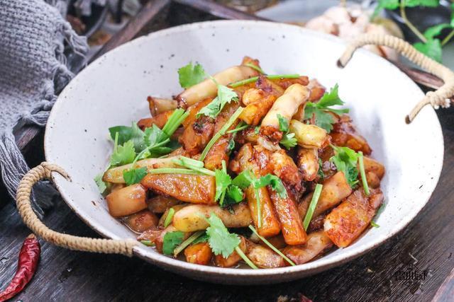 大冷天的,就馋这道菜,香气扑鼻真好吃,两个人吃了一锅饭!