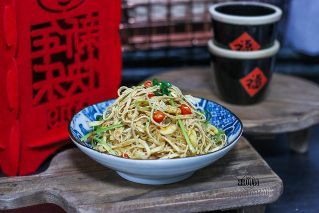 干豆腐别再水煮了,春天这种做法最受欢迎,上桌就被清盘!