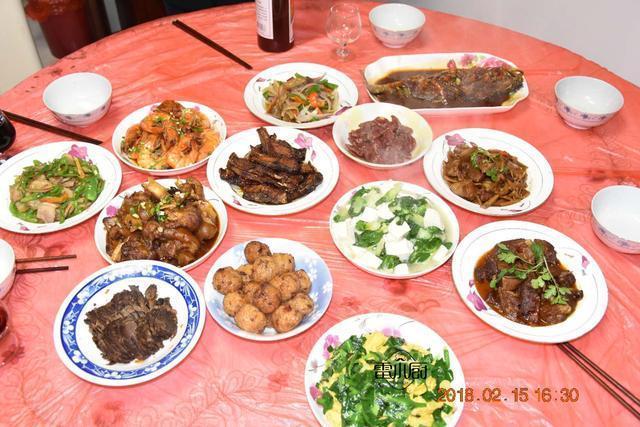 湖南人在安徽的年夜饭,丈母娘用了一天时间做了13个菜,辛苦了!