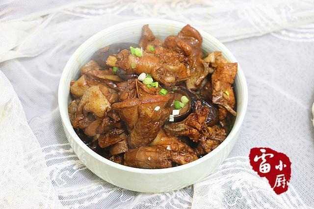 猪肉炖粉条算什么,它才是东北人的最爱,端上桌下手慢了都抢不着