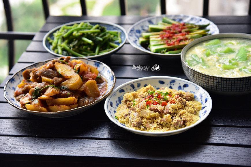 3人的晚餐,4菜1汤,都是很适合夏天的家常菜,一家人吃得很开心