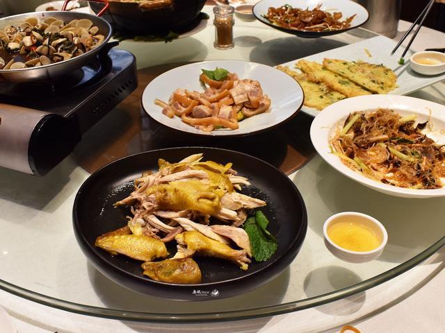 5个人吃了357元,6道集合了4个地方的特色菜,您看怎样