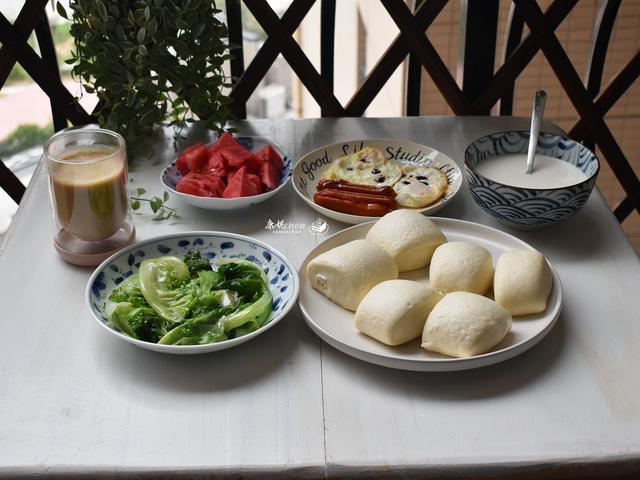 假日的早餐,只有4样,都是家人爱吃的,亲友却说早餐吃得像皇帝