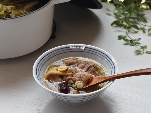 霸王花莲子茨实瘦肉汤