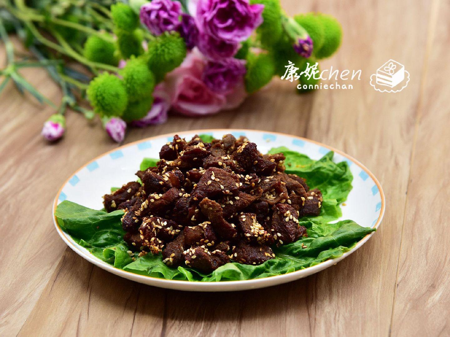 孜然牛肉粒简单易做,多做几分钟还能变零食