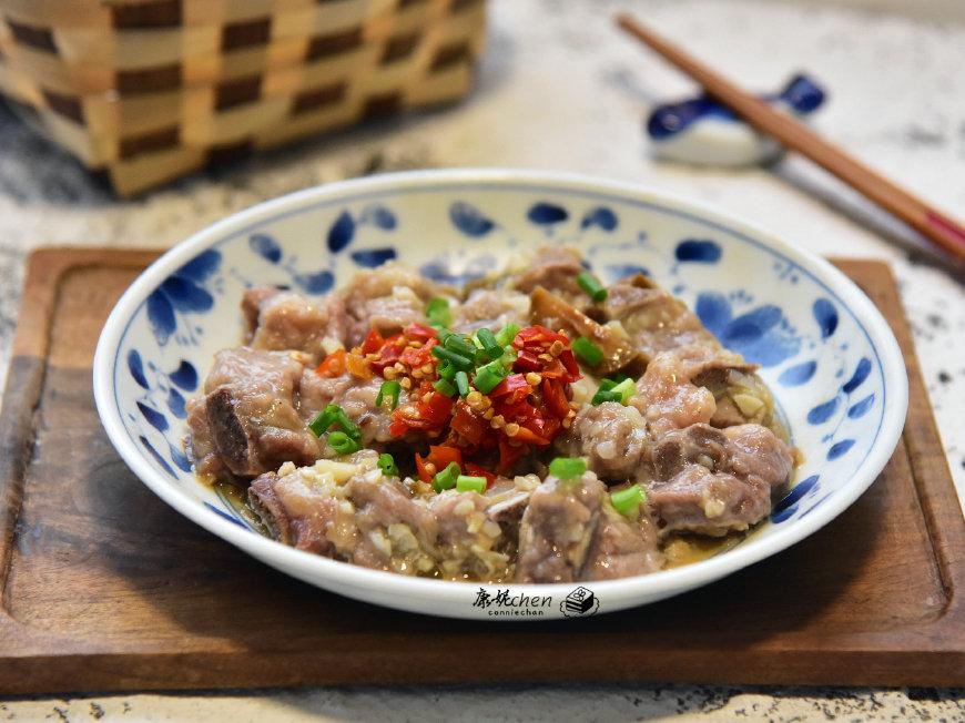 排骨百吃不厌的做法,加它一起蒸太适合秋季了,味道鲜美,营养好