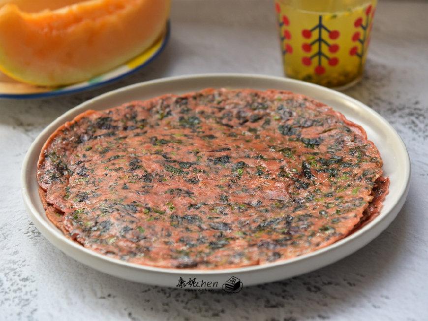 用野菜和粗粮做了这早餐饼,香软可口,营养好吃,一家老少都爱吃
