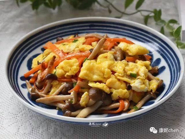 这菜只用3样普通食材,三两下就炒好,只用盐都很鲜美好吃