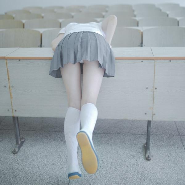 在大学教室和妹子一起上课!嘿咻嘿咻