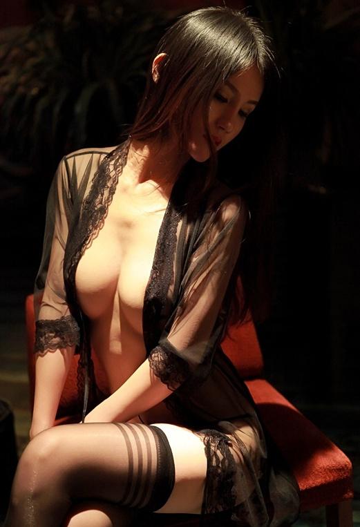 黑丝与薄纱的完美结合