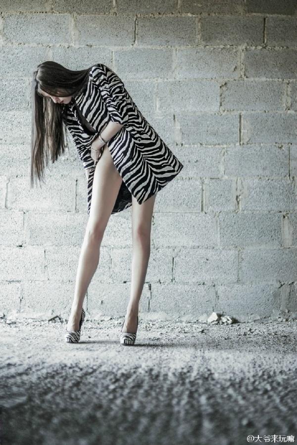 美女的美白大长腿