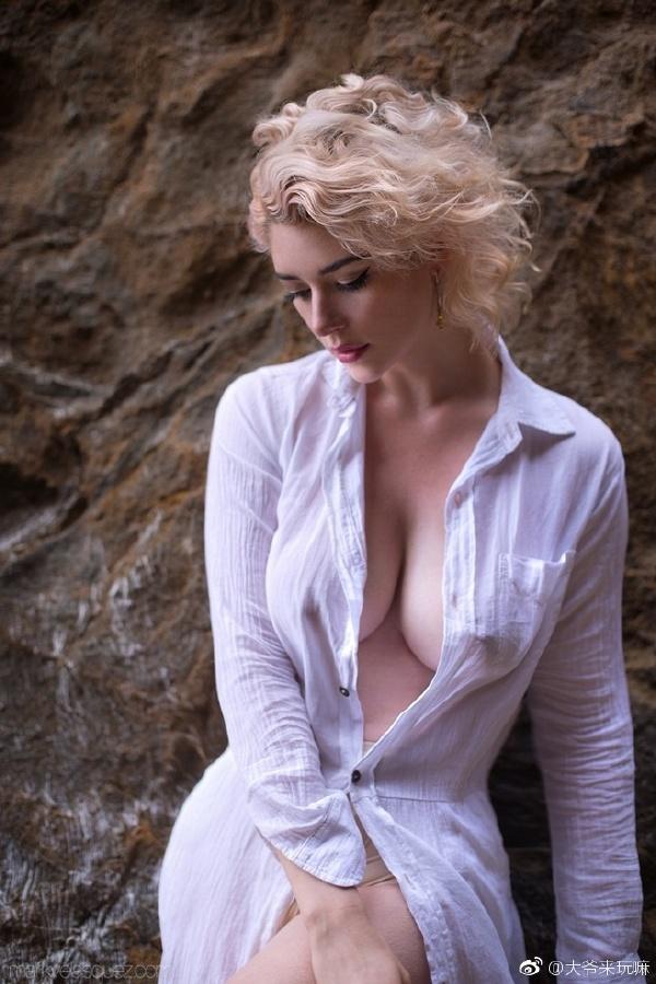 我爱大洋马~完美,想扯动衣服磨她~