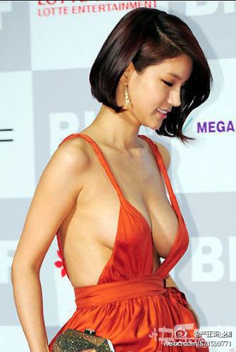 韩国妹子就是不一样 光着上阵