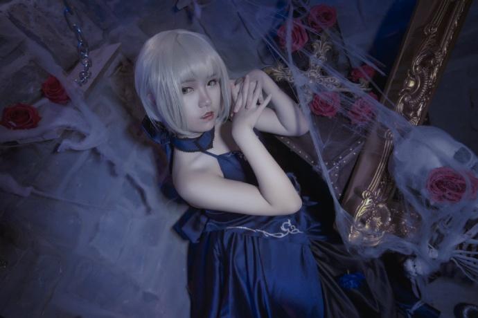 【cos正片】Fate/GrandOrder 黑saber#礼服Ver.欣赏 cn:寒殇 cosplay-第4张