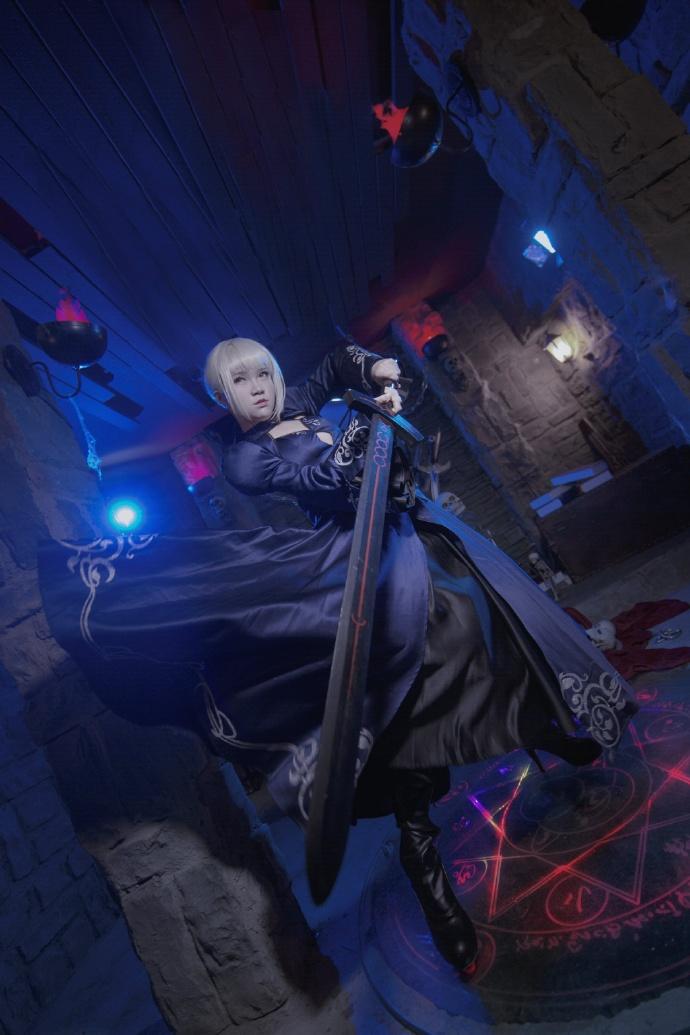【cos正片】Fate/GrandOrder 黑saber#礼服Ver.欣赏 cn:寒殇 cosplay-第1张