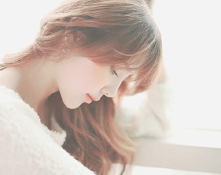 人生最甜蜜的欢乐,都是忧伤的果实;人生最纯美的东西,都是从苦难中得来的。我们要亲身经历艰难,然后才懂得怎样去安慰别人。——《桃姐》