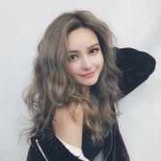 周扬青微博照片