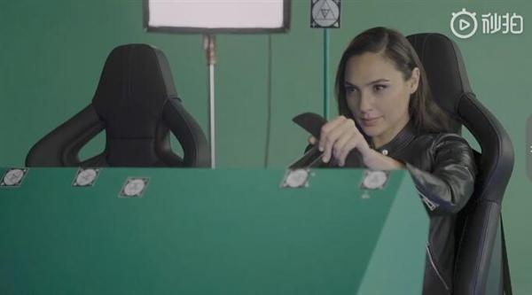 盖尔·加朵代言华为Mate 20 Pro广告:女神开保时捷加持的照片 - 2