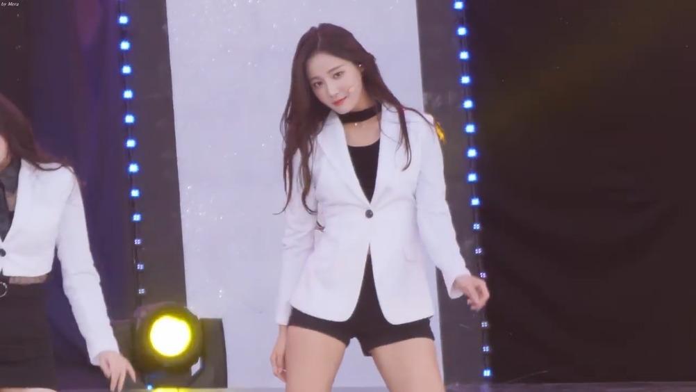 11月4日,济州 韩流庆典,MOMOLAND组合的《BAAM》,妍雨YeonWoo主视角
