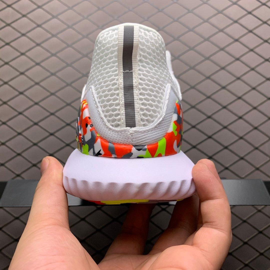 阿迪阿尔法10代跑鞋白色B89097