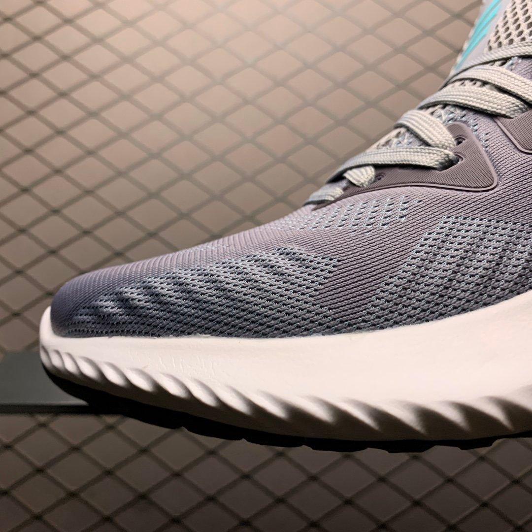 阿迪达斯阿尔法网面跑鞋灰色CG3301