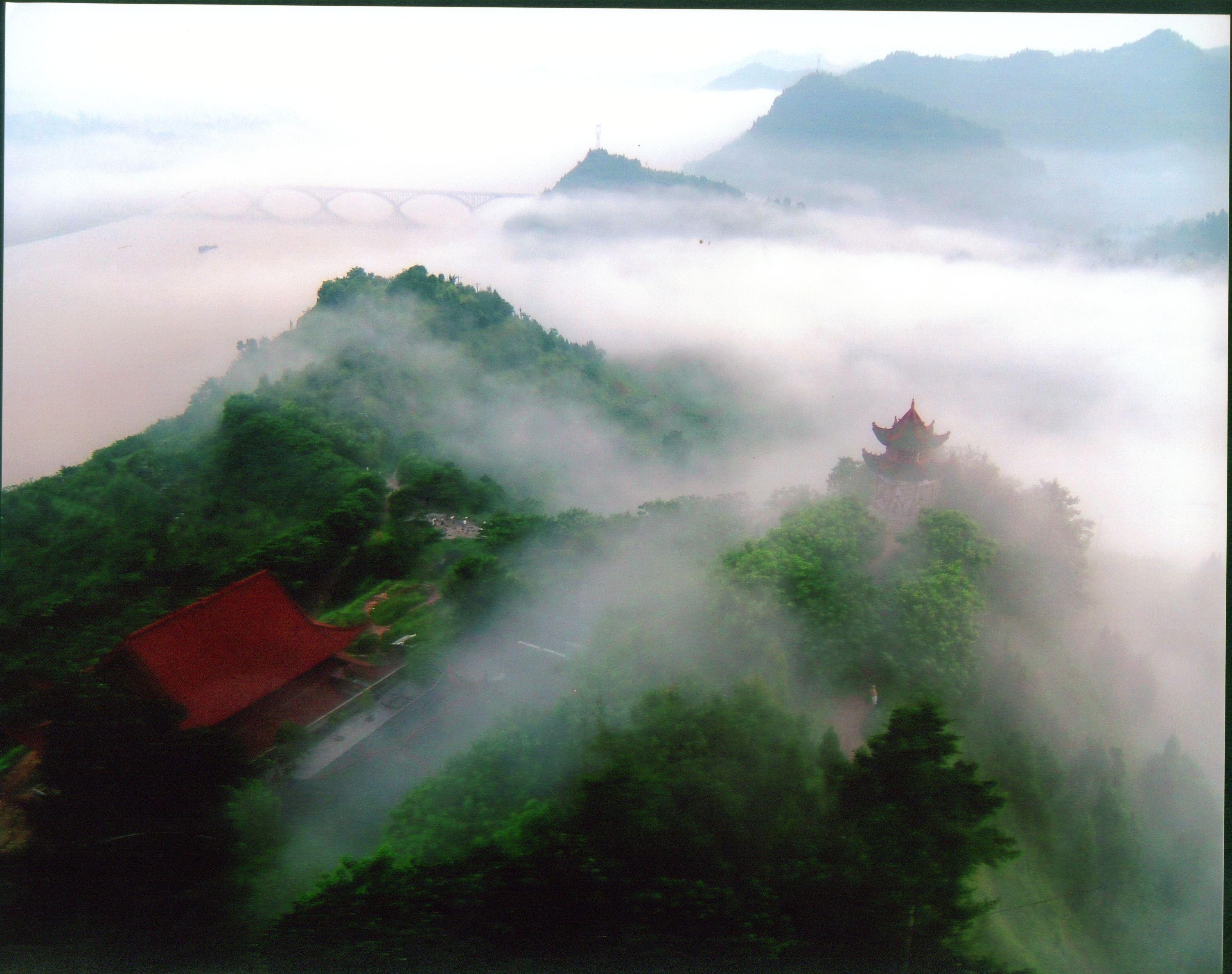 云南丽江跟团旅游多少钱-如果您想去丽江旅行,最好是和一群人一起去或者免