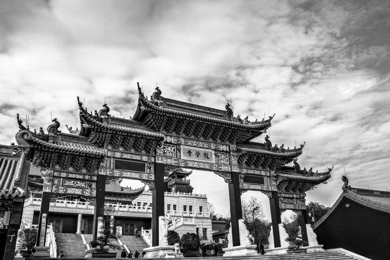 丽江是一个适合情侣旅游的地方。有什么详细的推荐吗?