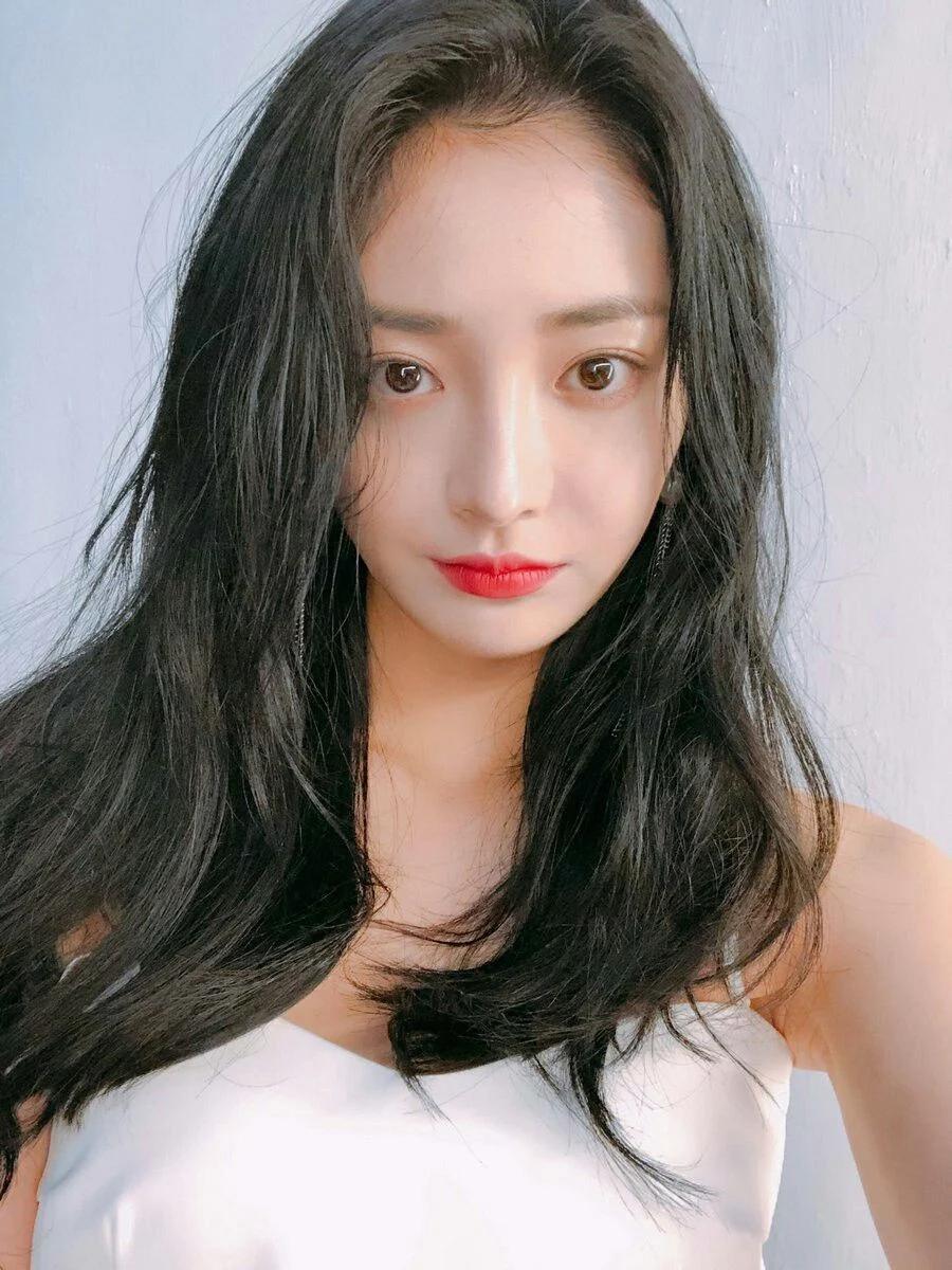 """这8位拥有""""陶瓷皮肤""""的韩国女偶像,让粉丝超羡慕插图4"""