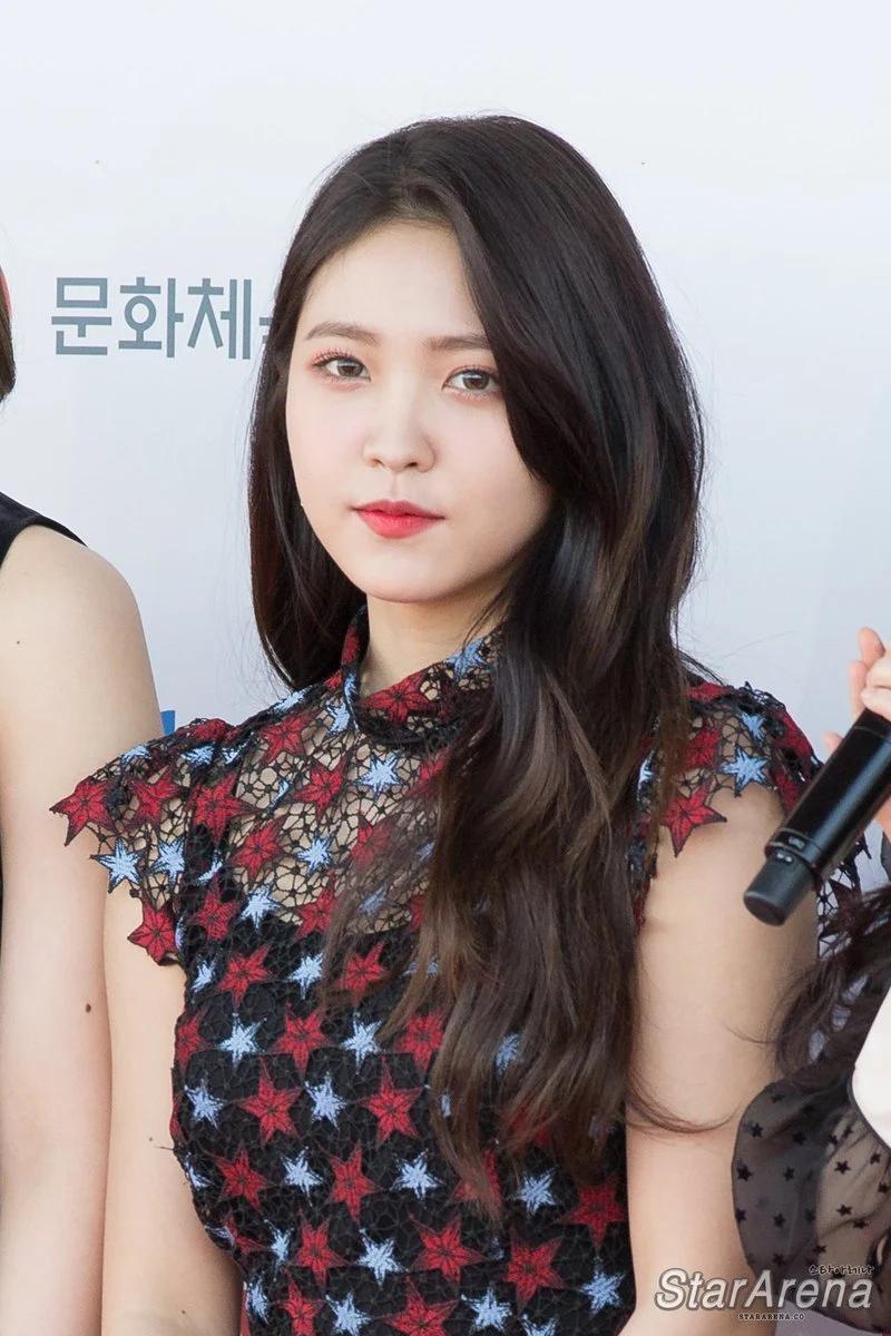 Red Velvet忙内Yeri十大最令人惊艳的红毯造型插图(26)