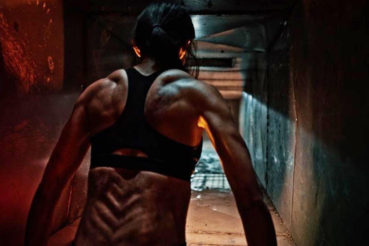 背肌还可以长这样?韩剧《甜蜜家园》演员身材引热议,38岁的她还曾是拳击冠军插图4