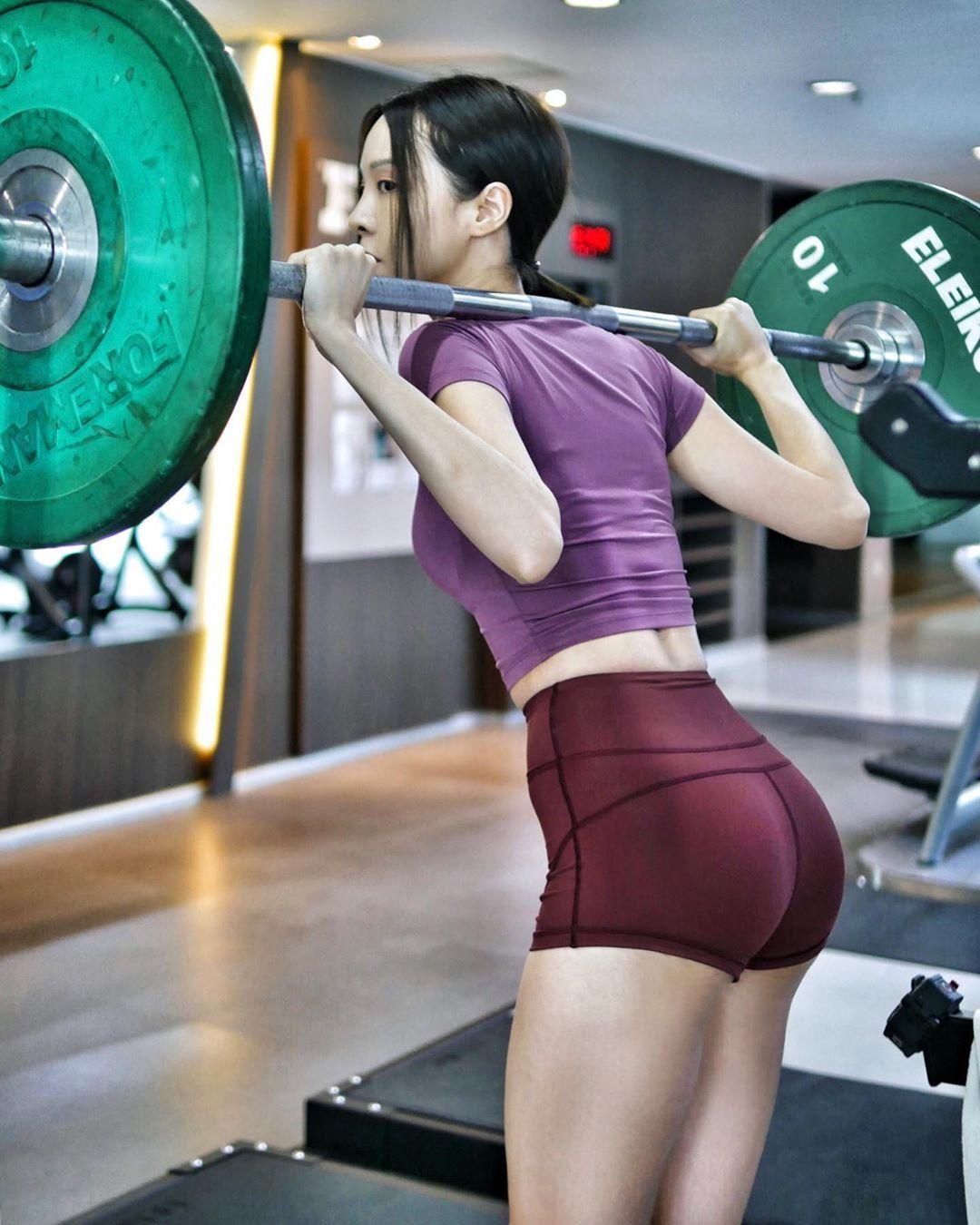 听说喜欢健身的妹子身材都不错 妹子