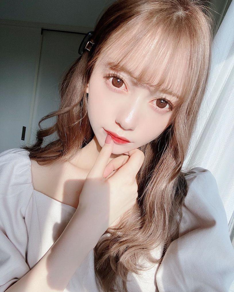 日本大眼萌妹jurina蕾丝内衣解放白皙水嫩美肌
