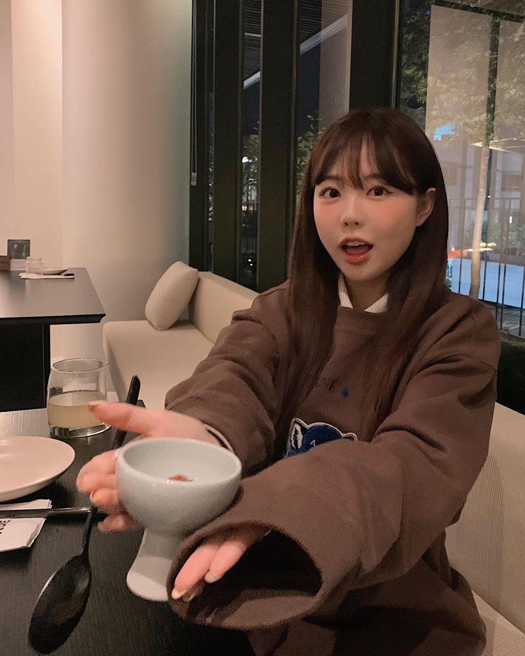 少女般童颜的韩国妹子洪荣基居然已是人妻 吃瓜基地 第4张