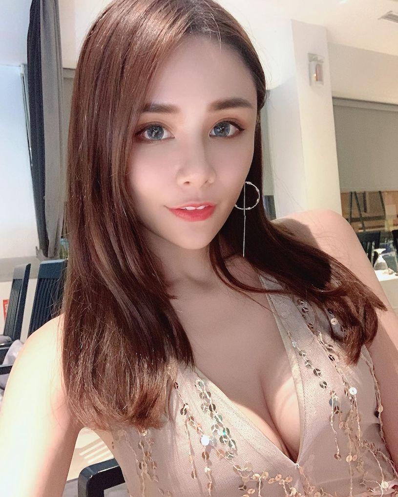 台湾正妹YuYu 奶茶儿低胸诱惑美照 养眼图片 第2张