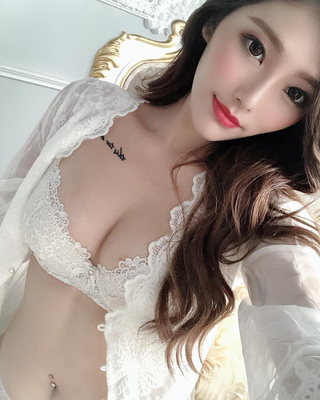火辣模特妮莎Nisa销魂人字沟性感美体让人无法招架