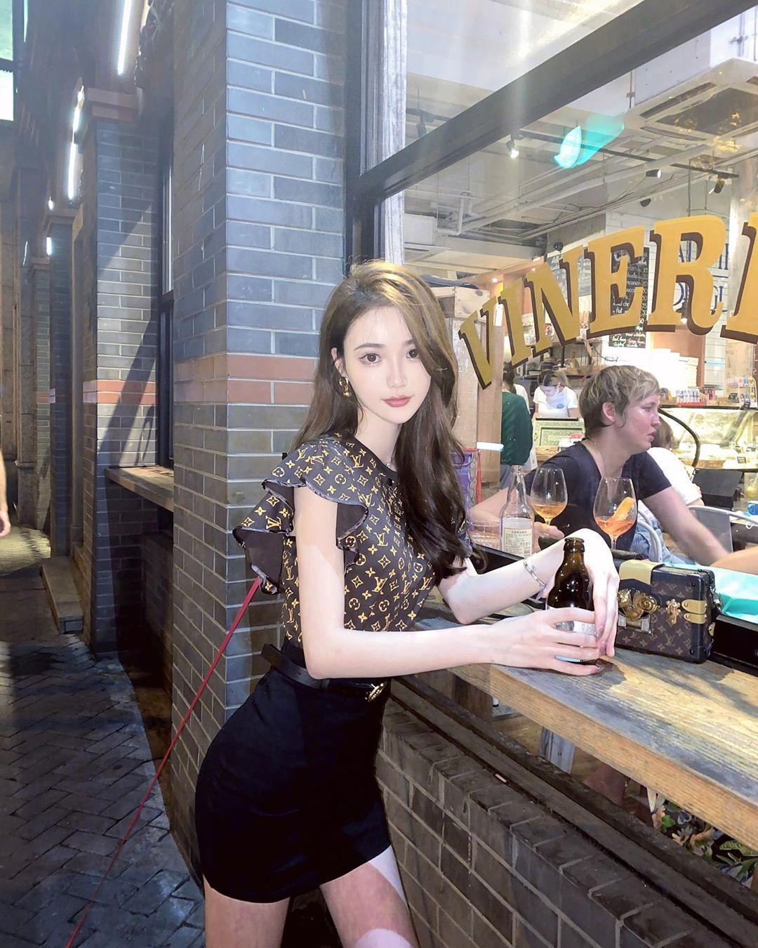 上海姑娘「Sara Cui」动人颜值超气质,「高挑嫩体」狂闪强大女神光!-新图包