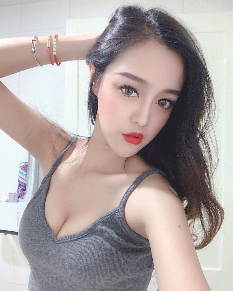 台俄混血美女Penny朱皮儿高衩旗袍超诱惑腿部线条