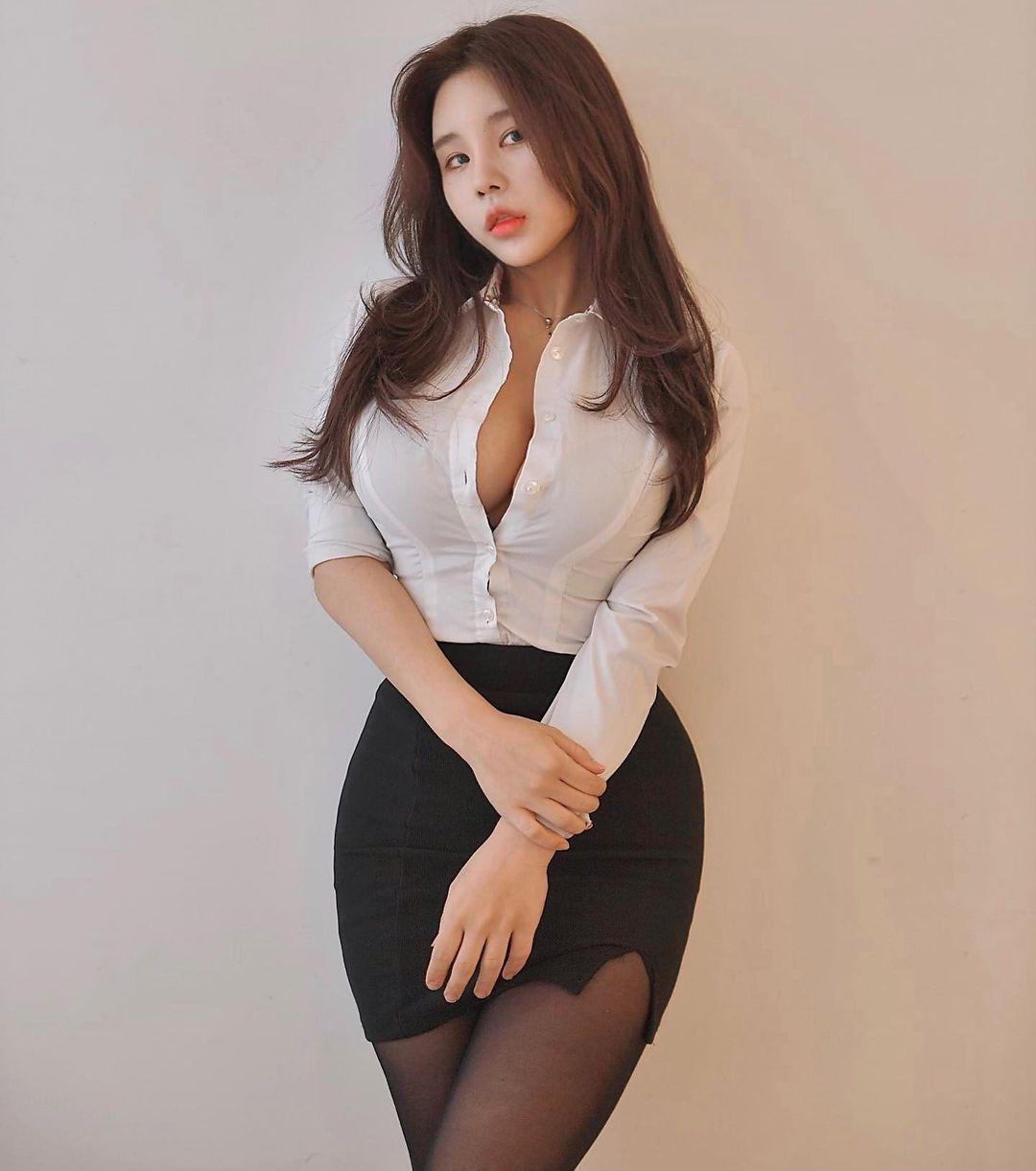 韩国网红美女zzyuridayo苗条身材OL制服太诱人 吃瓜基地 第3张