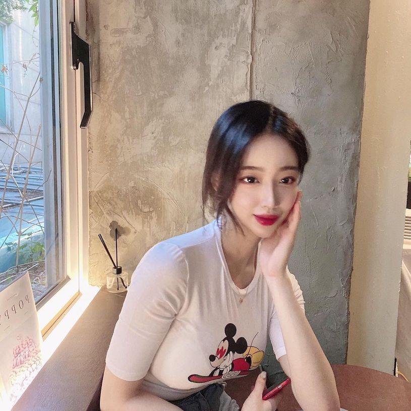 韩国美胸辣妹Yeon优质车头灯把路人都闪爆 吃瓜基地 第4张
