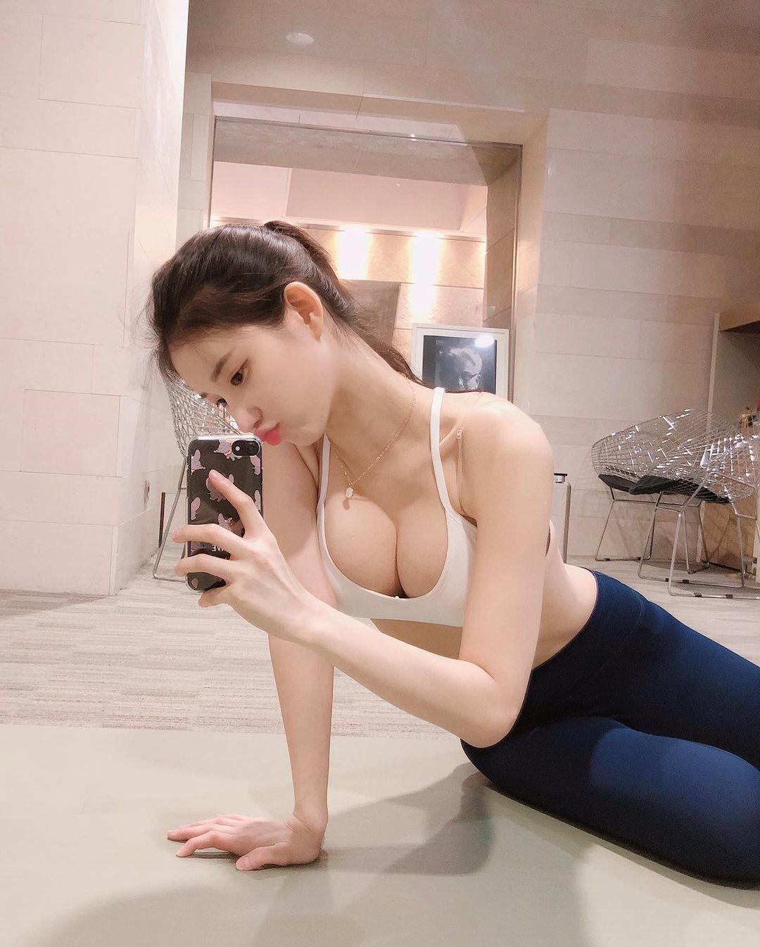 韩国知名网红美女美玲元水蛇腰真的太性感 养眼图片 第3张