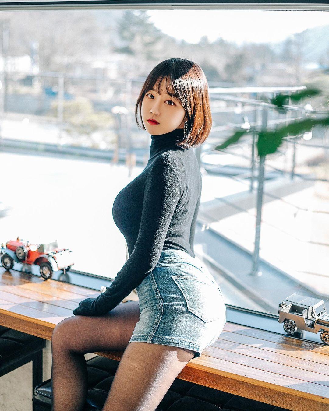 韩国人气外拍模特Rumi结实腹肌+S型曲线辣到喷火