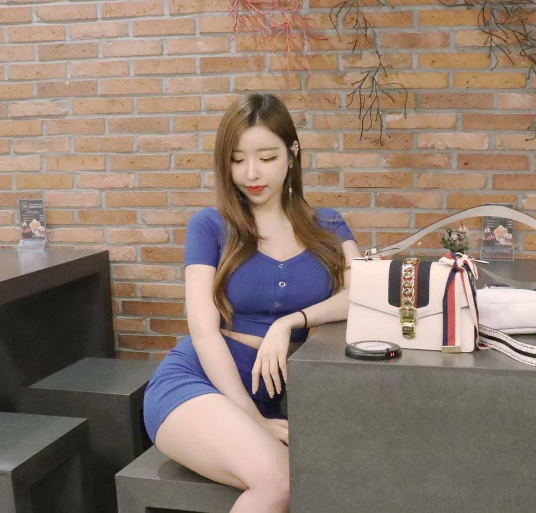 韩国路边发现辣妹「jungvely_1121」,回头率满分。-新图包
