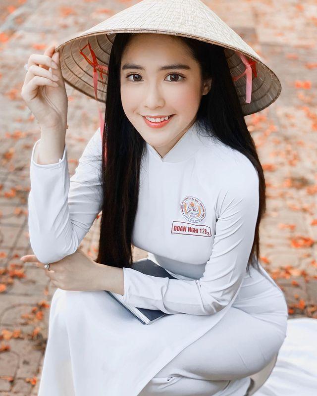 越南美少女DOANGHI雪肤嫩肤 性感清纯的18岁