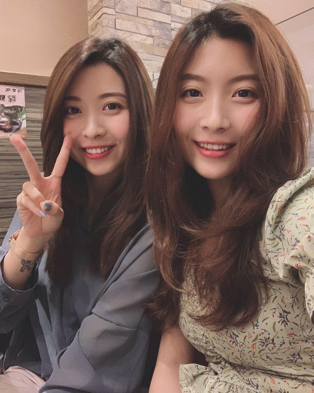 超正双胞胎姐妹身材一样火辣网友:要看胸口刺青才能分 养眼图片 第4张